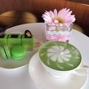 ชาเขียวร้อนๆ รับประทานคู่กับเค้กชาเขียว