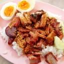 ข้าวหมูแดงหมูกรอบกุนเชียง+ไข่ไก่ต้ม