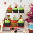 เซ็ตคริสมาสต์ คัพเค้ก 12 ชิ้น + ชั้นวางกระดาษ ลาย Jolly Santa
