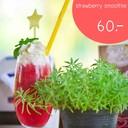 strawberry smoothie ที่มากจาก strawberryสดๆนำมาปั่น อร่อยๆ พร้อมกับวิปปิ้งครีม