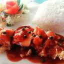 ข้าวไก่พันฮอทดอกทอดกรอบ ราดซอสพริกไทยอ่อน