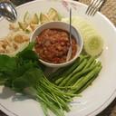 น้ำพริกกุ้งเสียบพร้อมผักสด (150 บาท++)
