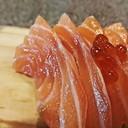 บางออเดอร์ถึงจะมีไข่ปลาโรยสวยๆ เนื้อดี อร่อยครับ
