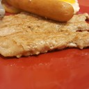 สเต็กหมูใส่ไส้กรอกไข่ดาว : บางๆ มันไม่เยอะ ฉ่ำใช้ได้จ๊ะ