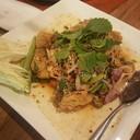 อันนี้เนื้อปลานิ่มมากกก เป็นเนื้อปลาชุปแป้งทอด แล้วเอามาคลุกกับเครื่องปรุงลาบน้ำ