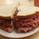 Corned beef / Pastrami sandwich M 220 B/ L 320 B