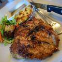 สเต็กหมู ราคา 99 บาท เสริฟพร้อมมันอบชีสและผักย่าง