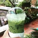บรรยากาศการจัดสวนแบบร่มรื่น กับชาเขียวแสนอร่อย
