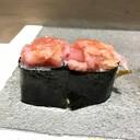 เชฟแถมให้ชิม เป็นทูน่าสับที่โครตอร่อยมากเพราะมีหอมญี่ปุ่นสับแอบอยู่ สาหร่ายอังไฟ