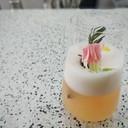ด้านล่างเป็นเยลลี่ยูซุ กับเนื้อส้มฉ่ำๆ ตามด้วยน้ำเลมอนเนด ผสมกับไซรัปซากุระ ส้มย
