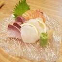 หอยเชลล์ ปลาฮามาจิ และแซลมอน สด หวาน อร่อยมาก