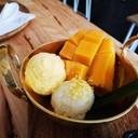 ตัวเนื้อไอศครีมเนียนมีเกล็ดน้ำแข็งเล็กน้อย รสชาติจัดว่าเปี้ยวเล็กน้อยพอดี แต่อาจ