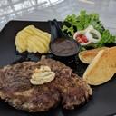 ชอบซ้อสพริกไทยดำ ตัว Steak ดันลืมบอกว่าอย่าให้สุกมาก ผิดเองเลยไม่ขอกล่าวถึงเรื่อ
