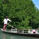 เรือมาด(กอนโดลา) กำลังเข้าเทียบท่า