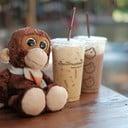 มอคค่าเย็น และโกโก้เย็น หอมมาก รอไม่นาน จิ๊บกาแฟไป นั่งฟังเสียงน้ำไป