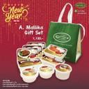 🎊ต้อนรับปีใหม่กับ A.Mallika Gift Set อาหารกล่องพร้อมทาน อุ่นแป๊บเดียวทานได้เลย! เพียงเซ็ตละ 1,135.- รวบรวมเมนูรสเลิศ สูตรพิเศษจากร้าน อ.มัลลิการ์ เซ็ตเดียวครบพร้อมถุงเก็บความเย็น!  👉ใน 1 เช็ตประกอบด้วย 🔸ข้าวซี่โครงหมูอบยอดผัก 🔸ข้าวแกงมัสมั่นไก่ 🔸ข้าวแกงคั่วหอยขม 🔸ข้าวแกงเหลืองปลากระบอก 🔸ข้าวคั่วกลิ้งซี่โครงหมู 🔸ข้าวฉู่ฉี่ปลาแซลมอน 🔸กะเพาะปลาน้ำแดง 🔸กล้วยบวชชีโรยงา 🔸บัวลอย 3 กษัตริย์  จะสั่งไปตุนไว้ที่บ้าน หรือซื้อไปเป็นของฝากก็ได้นะคะ 😊  สั่งได้ที่: line:@a.mallika 📱02-946-1000 📱084-088-3759  หมายเหตุ: -กรุณาสั่งล่วงหน้า 2 วัน -สามารถจัดเซ็ตเองได้ ราคาคำนวณตามจริง -สามารถจัดส่งโดยใช้บริการผ่าน Line Man