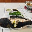 ปลาช่อนเผาใดๆสะเดาน้ำปลาหวานกับน้ำจิ้มทะเล