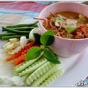 ใช้กุ้งแม่น้ำตัวไม่ใหญ่ครับ  เอามาทำหลนกับเครื่องสมุนไพรและกะทิ  กินแนมกับผักสดส