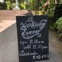 ร้านอาหารไทยอยู่ติดริมฝั่งแม่น้ำเจ้าพระยา
