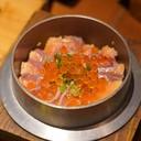 ข้าวอบกับเนื้อและไข่ปลา Salmon เสิร์ฟร้อนๆ รับประทานกับโชยุหอมอร่อย