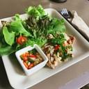 ราคาแอบแรง ได้ผักน้อยไปหน่อย แต่รสชาติจัดจ้าน เหมือนกินยำหมูย่าง ต้องลอง (185.-)
