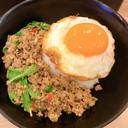 กะเพราเนื้อโคขุน ทีเด็ดคือไข่ดาวกรอบๆจานโปรด