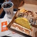 Big bell box(199฿)ในชุดมีBurrito,Taco(ไส้ไก่)nachos,cinanamon twists