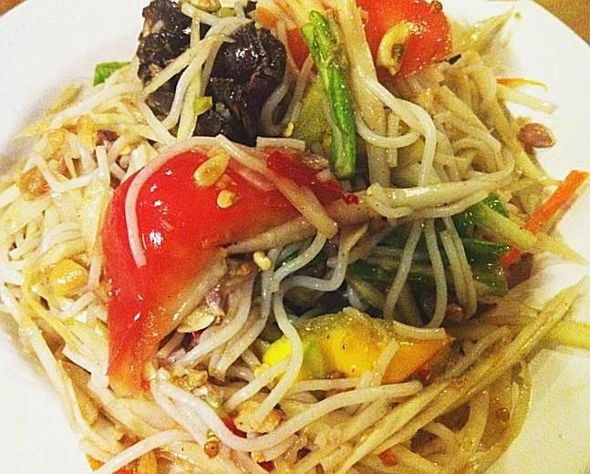 อร่อย อลิน อราววววน์ @ ส้มตำ คุณกัญจณ์ on wongnai.com
