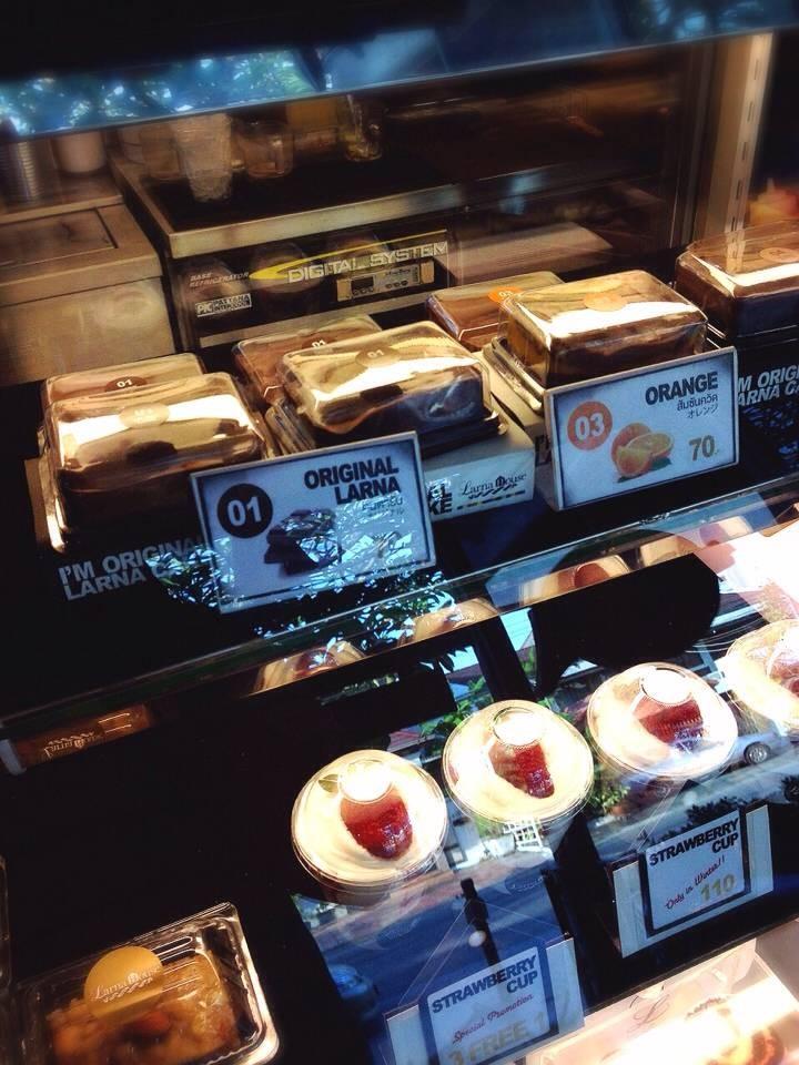 ขนมต่างๆในตู้โชว์
