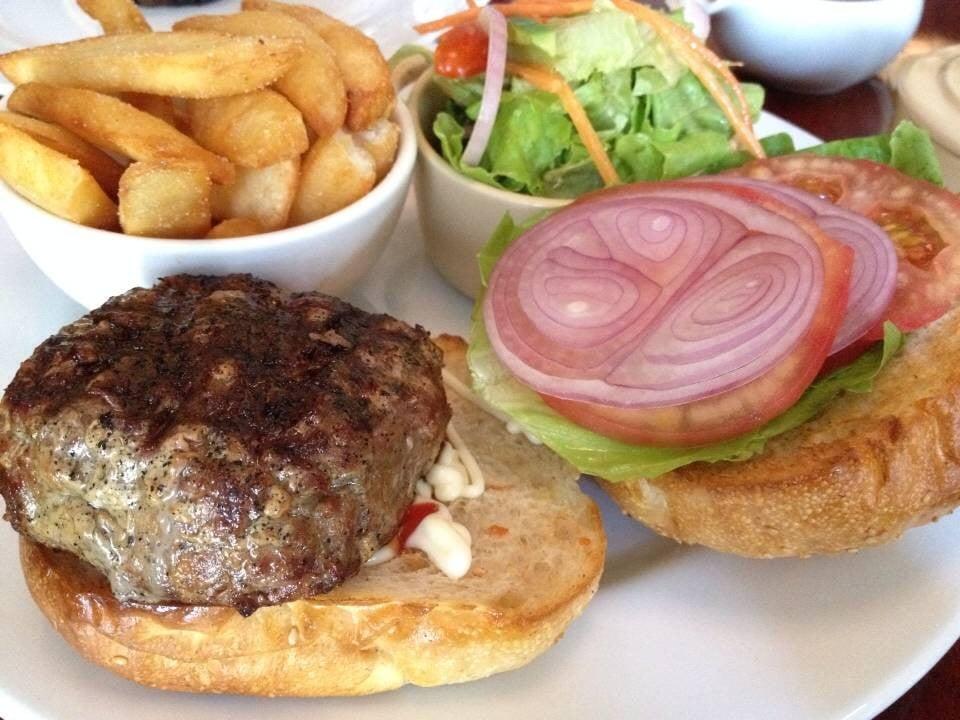 Homemade Burger (550-) ราคาหนักอยู่ แต่เนื้อดี&รสชาติดีมาก