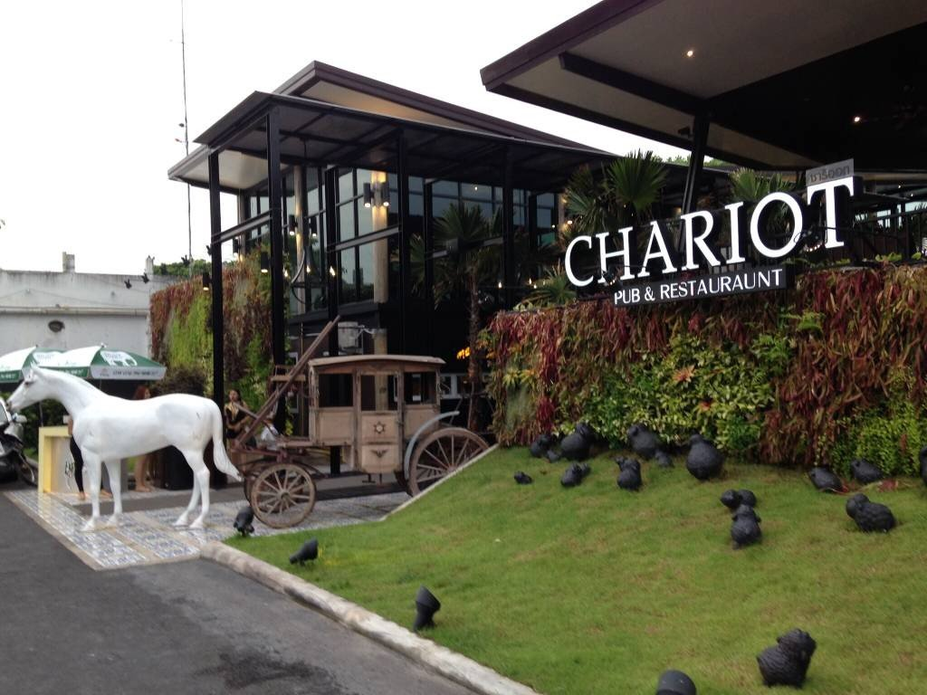 chariot pub restaurant wongnai. Black Bedroom Furniture Sets. Home Design Ideas