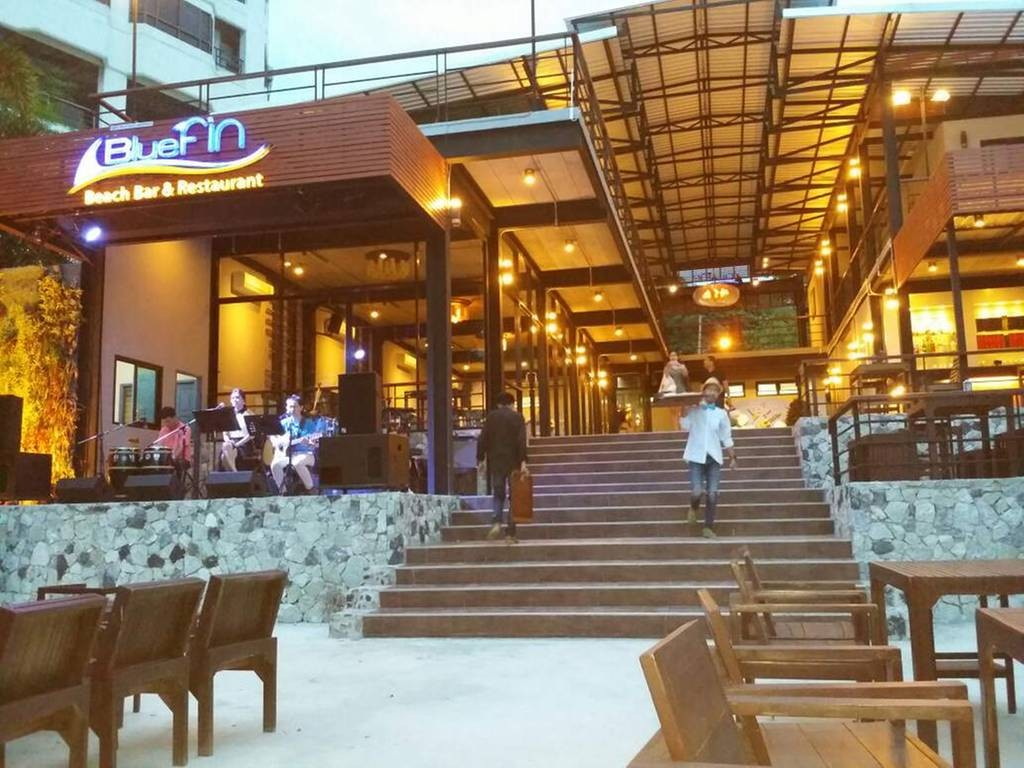 ร ป Bluefin Beach Bar Restaurant Wongnai