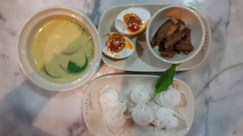 เซ็ทขนมจีนแกงเขียวหวานไก่ (89-.บาท)