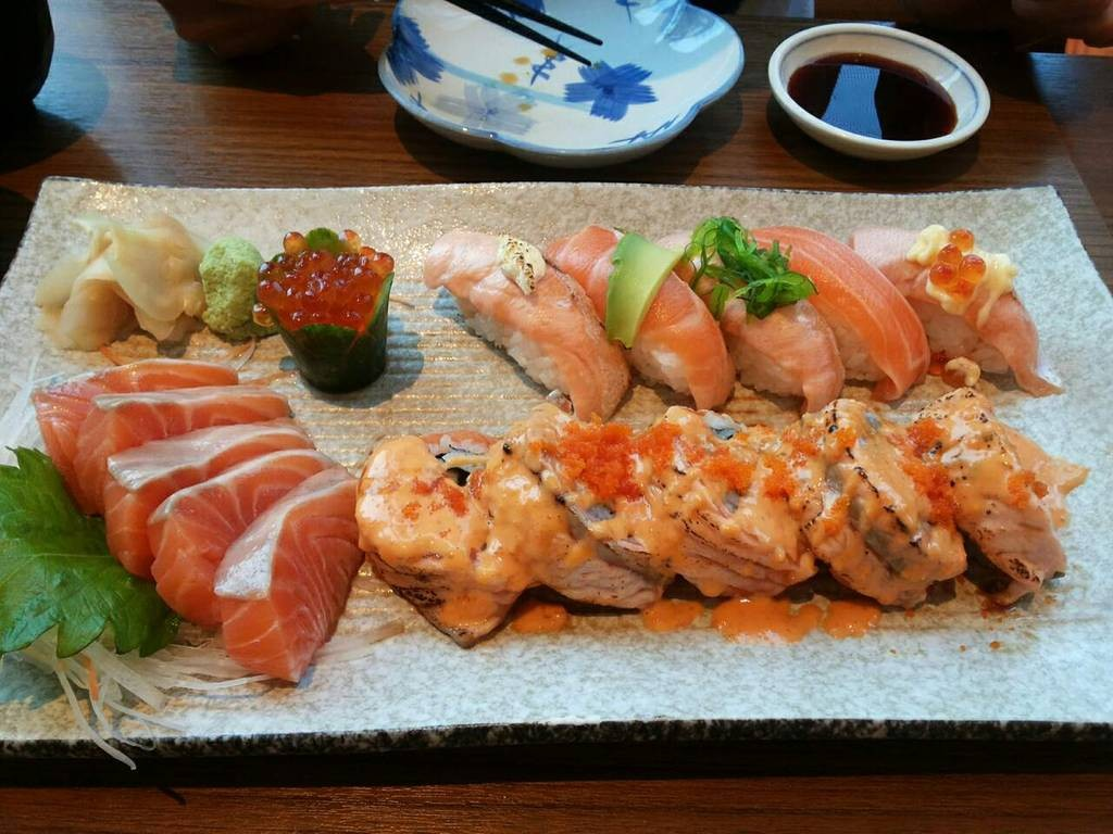 Salmon Sushi & Sashimi Mori