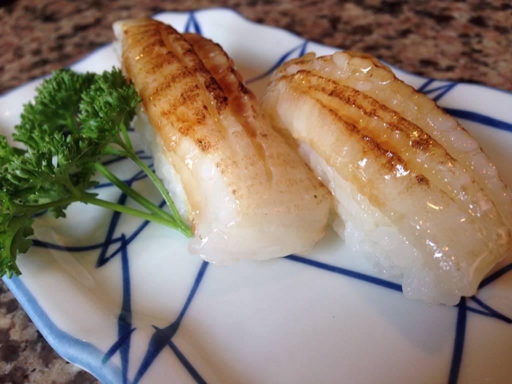 ข้าวปั้นหน้าปลาเอ็นกาวะ (อร่อย)