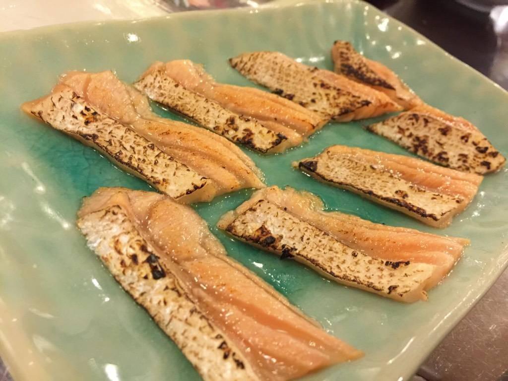 ปลาแซลมอนอังไฟ