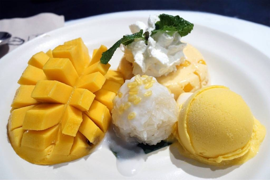 Mango Tango + Extra Sticky Rice (160฿) มีเสียตรงปลาย