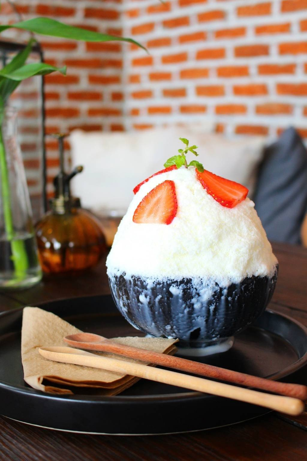 Strawberry Cheesecake Bingsu (169 บาท)