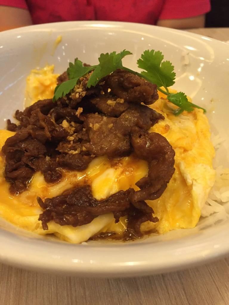 ข้าวไข่นุ่มหมูคุโรบุตะ