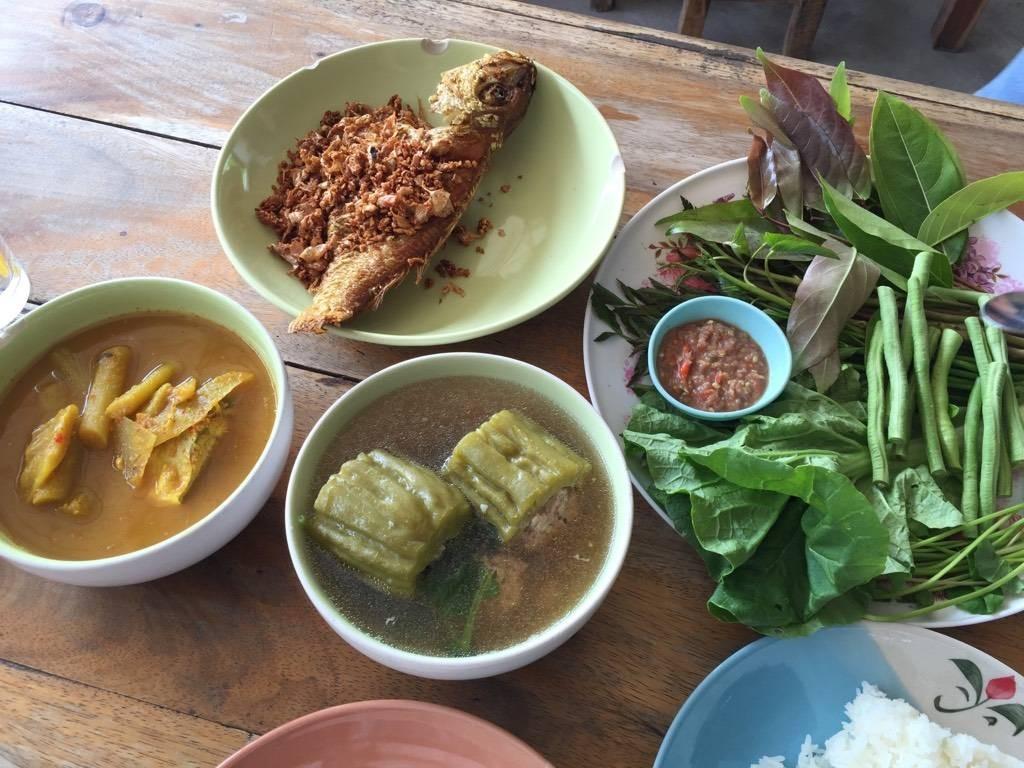ข้าวแกงปักษ์ใต้ขนมจีนเมืองคอน