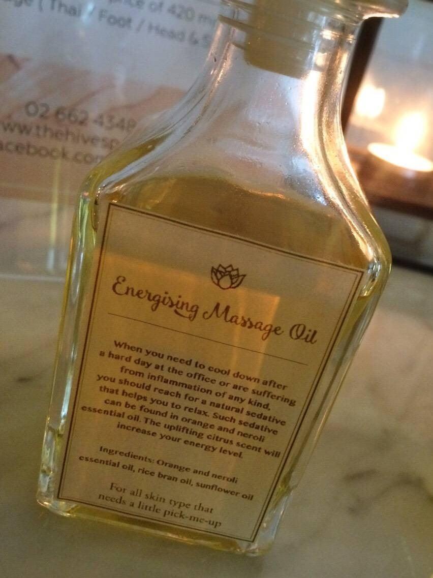 ป้ายราคาหรือสมุดเมนู • น้ำมันกลิ่นดอกส้ม (Energizing) ที่ ร้าน The Hive Spa สุขุมวิท