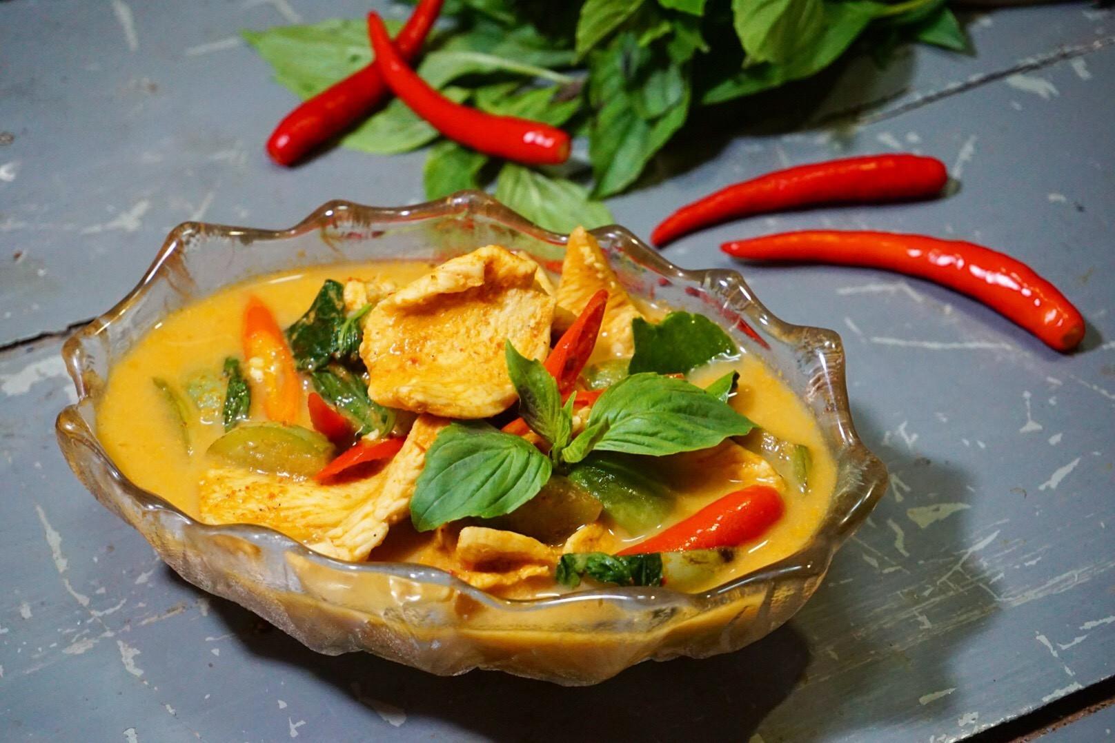 """วิธีทำ """"แกงเผ็ดอกไก่นมถั่วเหลือง"""" เมนูอาหารคลีน เอาใจนักกล้าม! - Wongnai"""