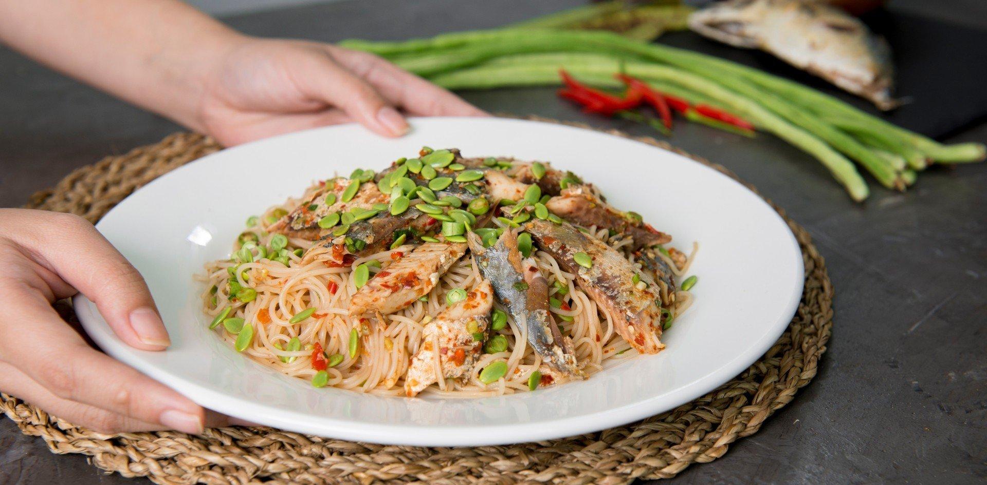 ยำขนมจีน เมนูยำรสเด็ด ปลาร้านัว แซ่บซี้ด