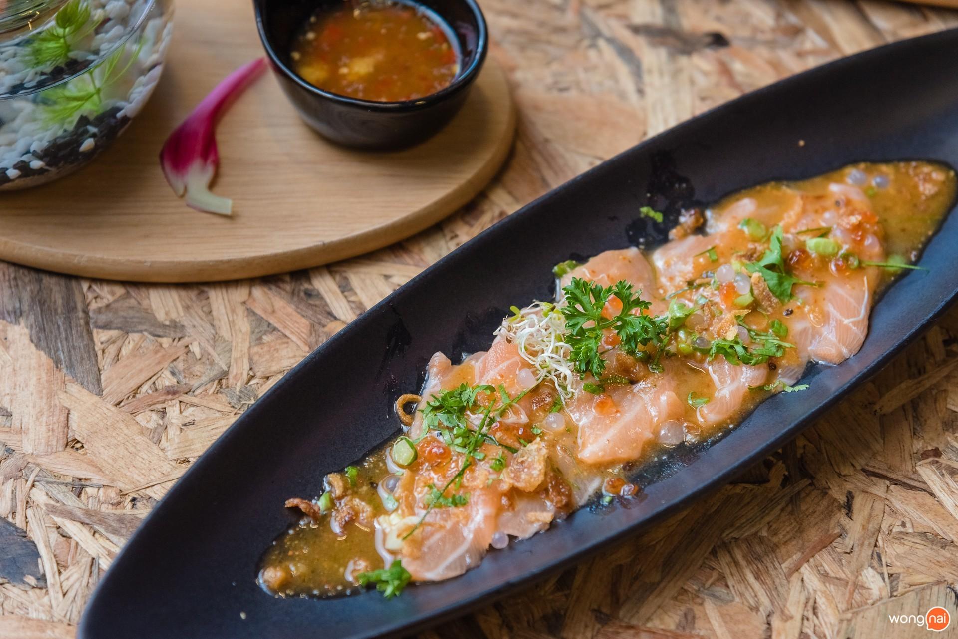 """เมนู """"Fresh Salmon Delight"""" ของร้าน """"Masaaki Sushi"""" ภูเก็ต"""