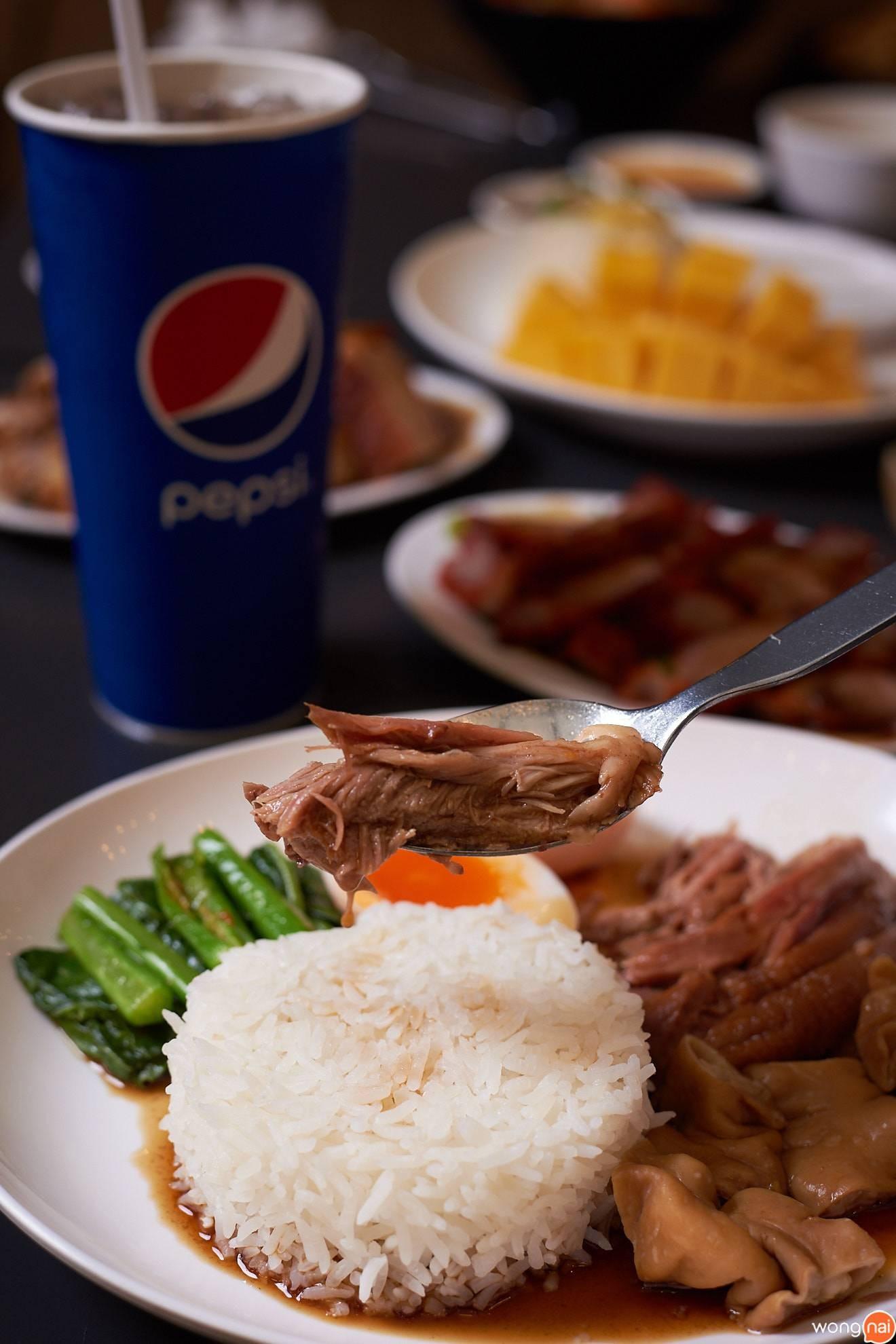 ข้าวขาหมู ไส้ ไข่ Food Republic