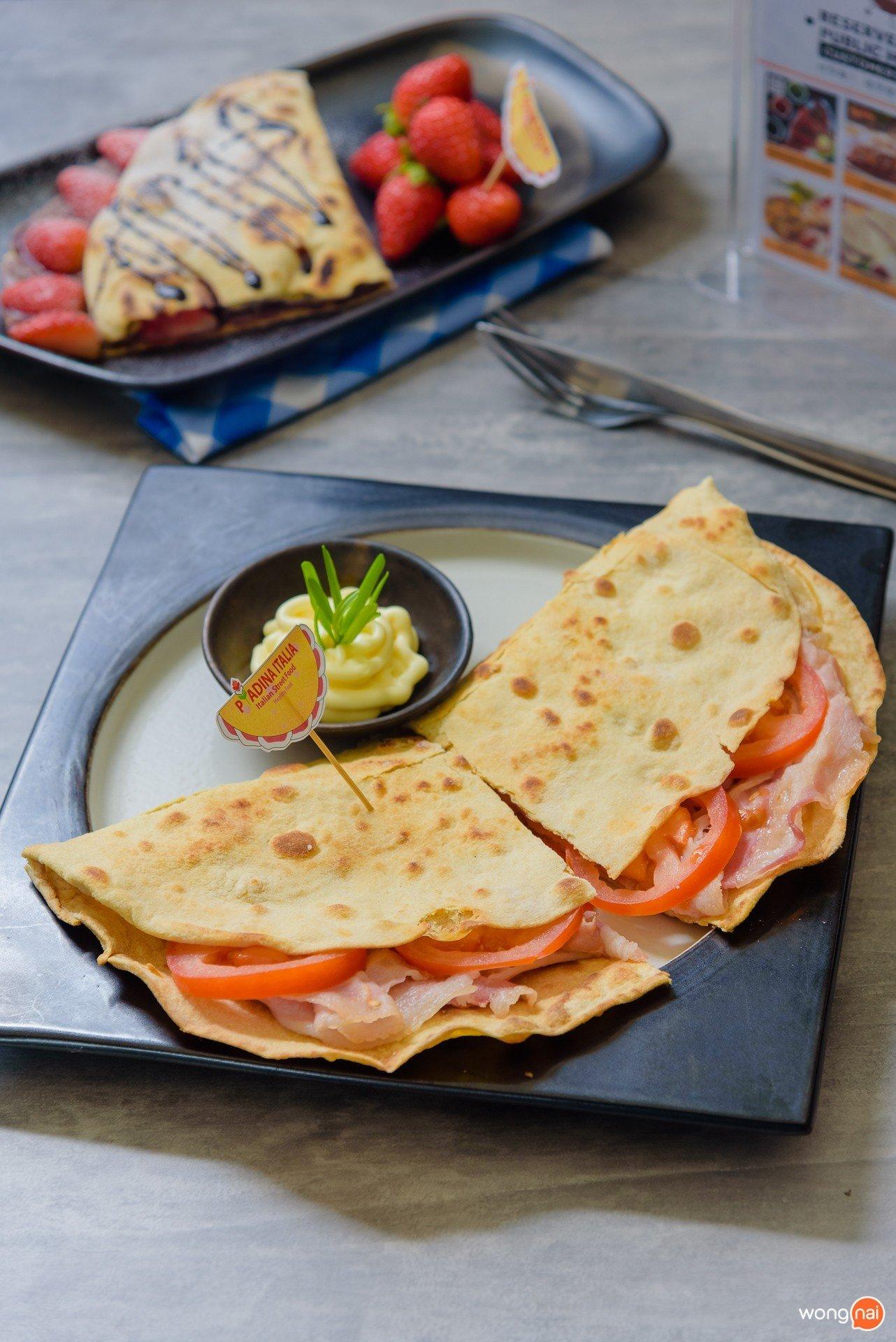 """เมนู """"Pancetta + Scamorza (Cheese) + Tomato"""" ของร้าน Piadina ในโซน Public House ของห้าง Central Festival Phuket"""