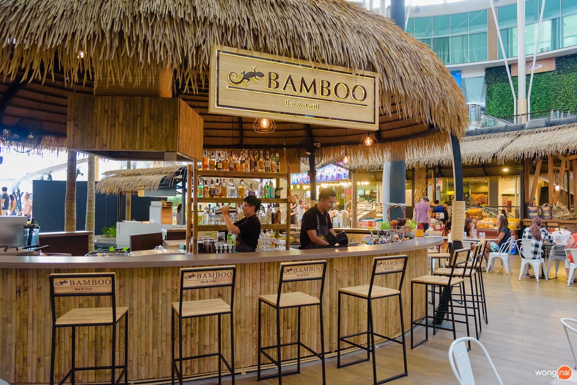 บรรยากาศหน้าร้าน Bamboo Bar & Grill ในโซน Public House ของห้าง Central Festival Phuket