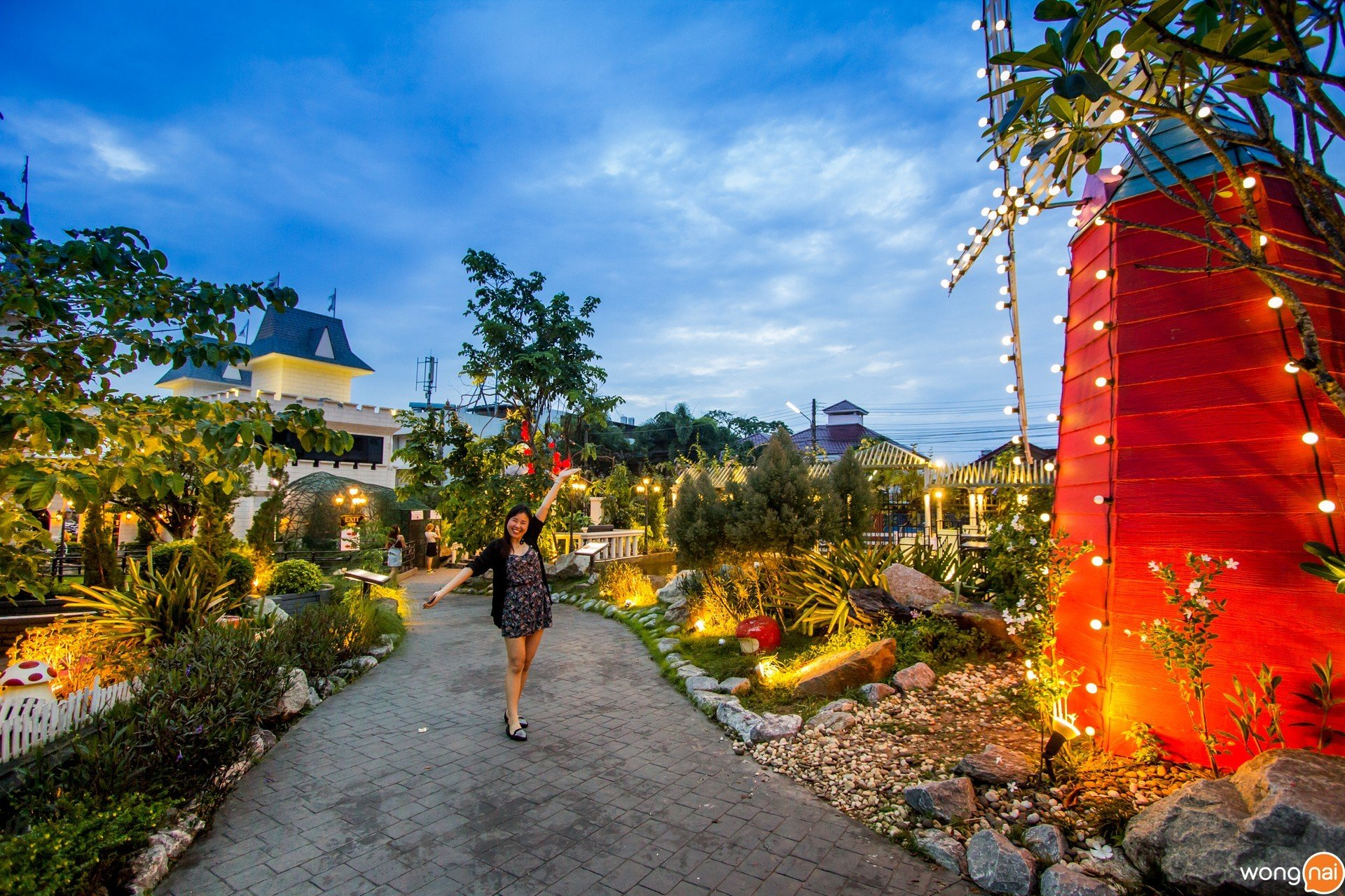 บรรยากาศสวนสวย ๆ ของสวนอาหาร Wine Village