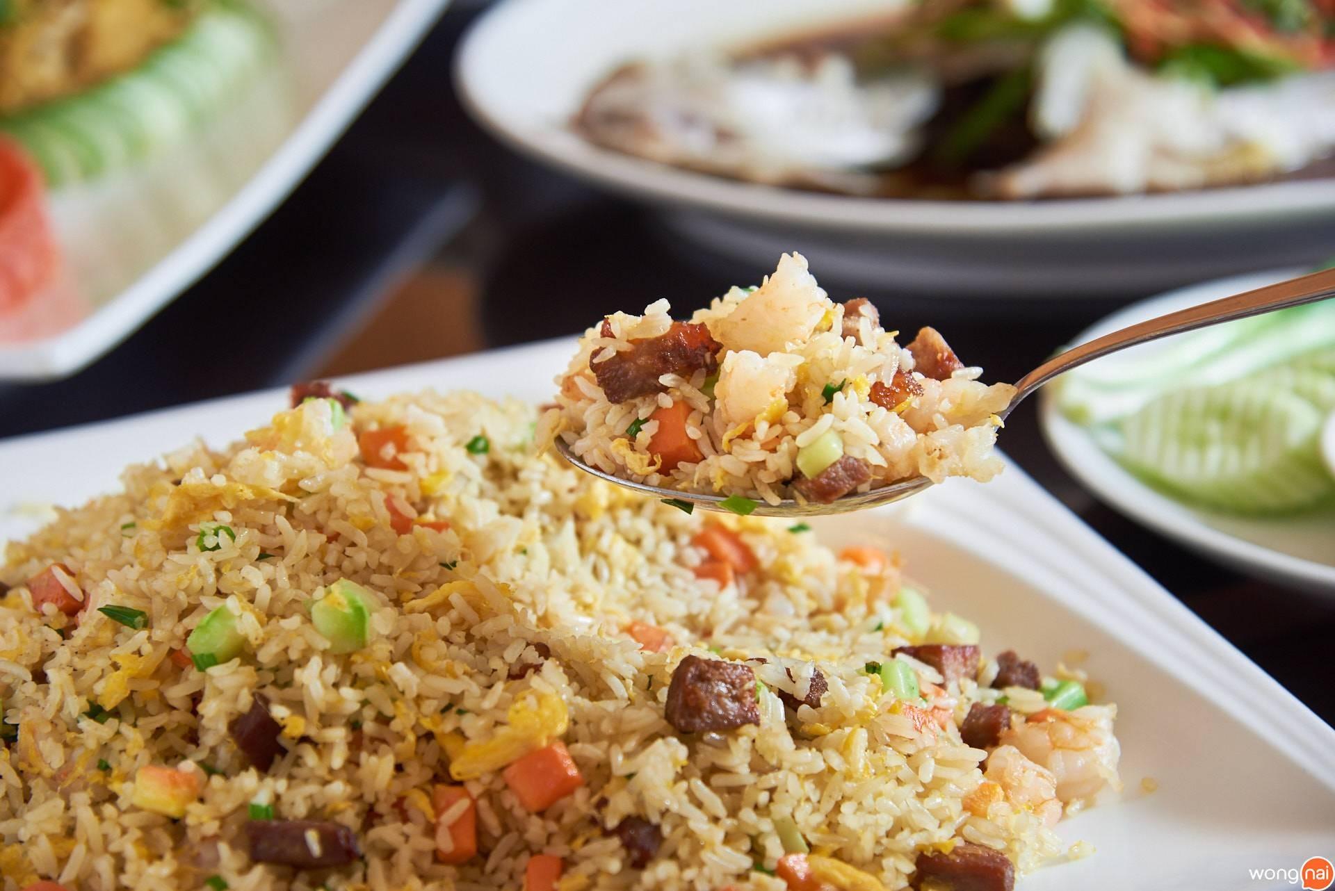 """""""ข้าวผัดหยางโจว"""" ของร้าน Ho Kitchen Seafood"""