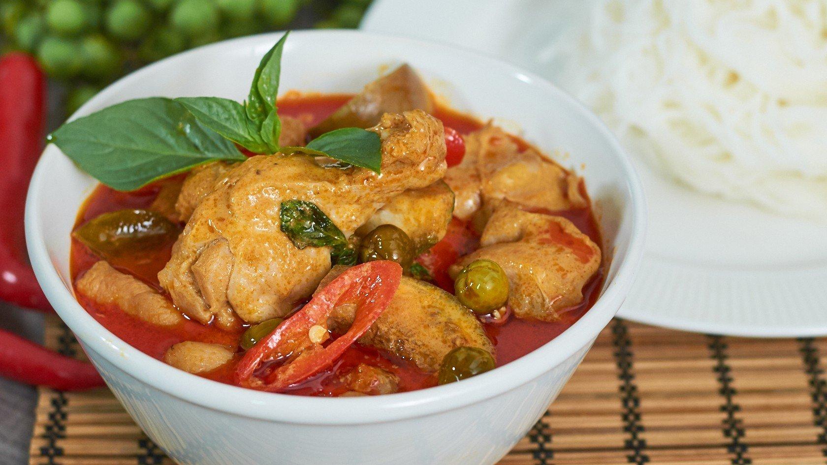 ขนมจีนแกงเผ็ดไก่